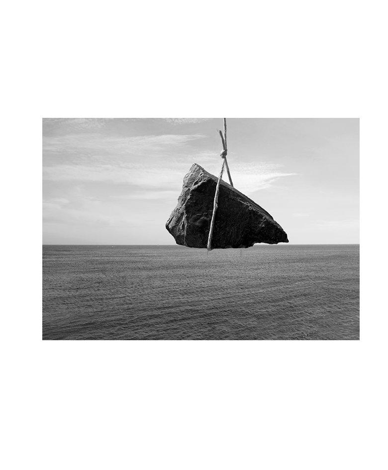 Elsa Mazeau, Dérives insulaires, 2016 Affichages publiques, exposition Omnibus / Festival À suivre, Tarbes Photographies, dimensions variables
